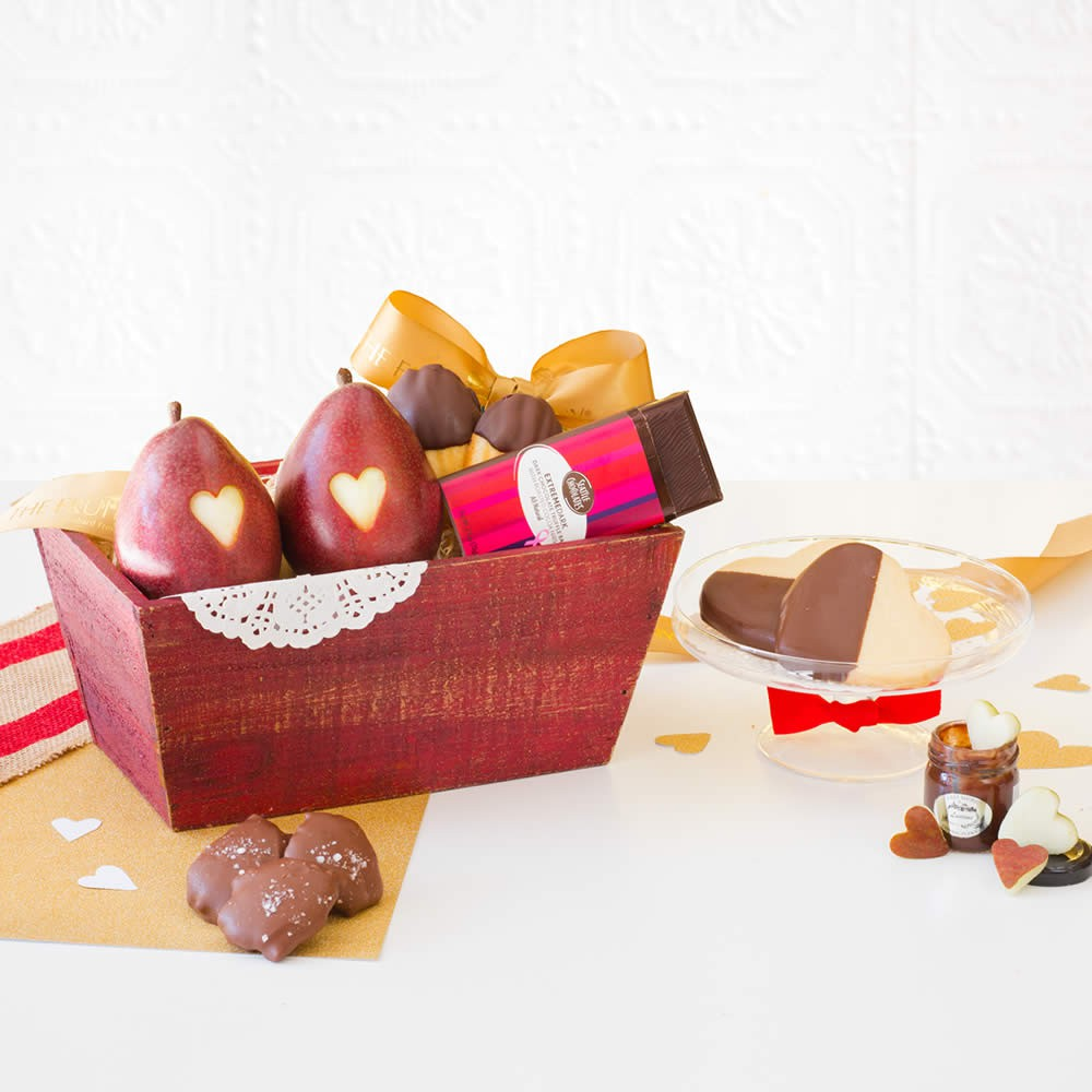Valentines-Day-Sweetheart-Chocolate-Gift-Basket, Valentines Day Business Gifts